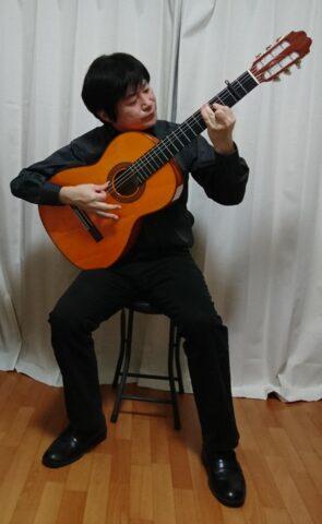 伝統的なフラメンコギターの構え方